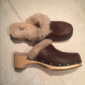 Ugg clogs Beautiful Like New size 8